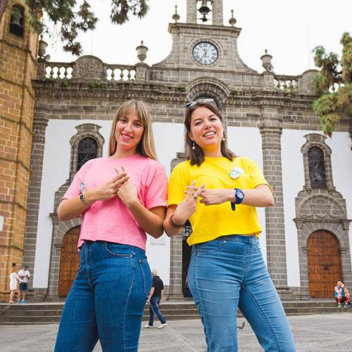 Elena Castellano y Aída Yánez
